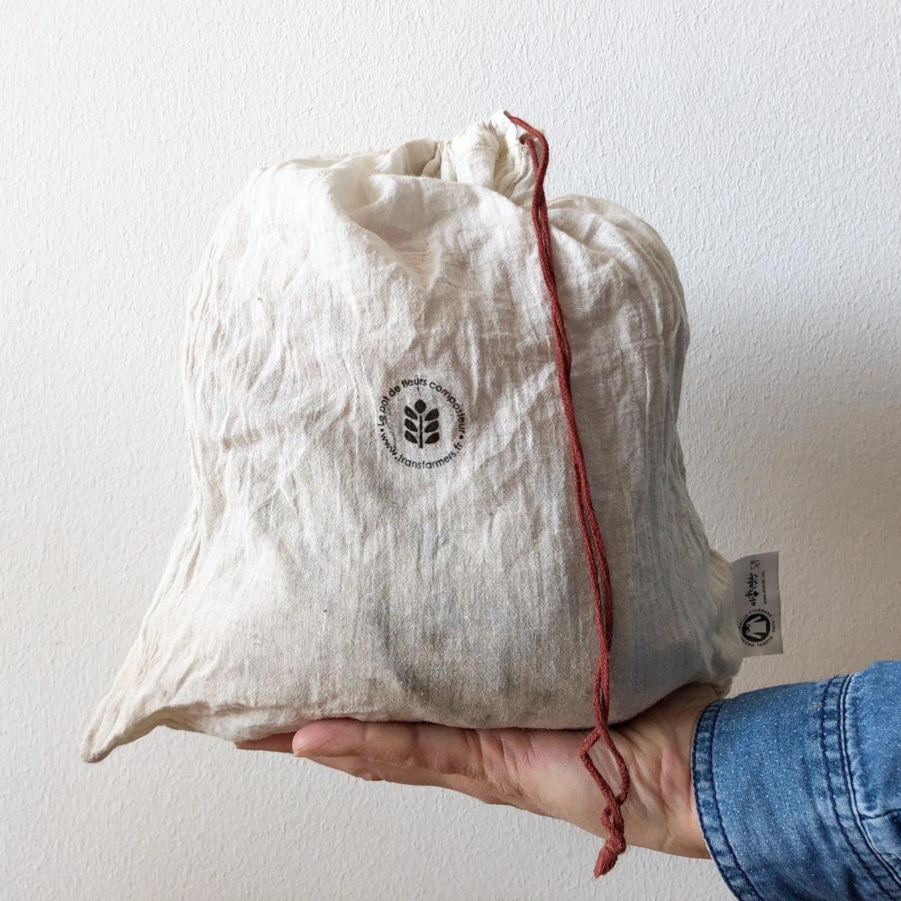 Sachet en coton bio contenant des vers de compost